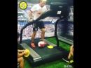 Необычная тренировка с мячом на беговой дорожке