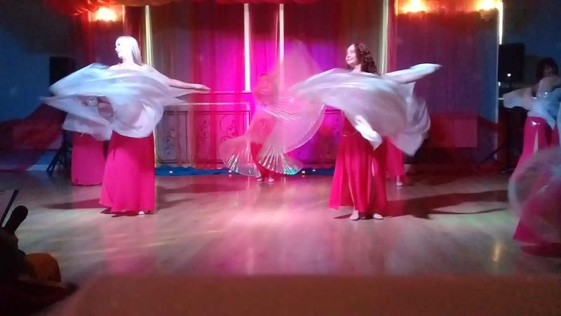 Танец с крыльями и шалями Группа Восточные амазонки Восточная вечериннка в ТЦ Легенда 2017г
