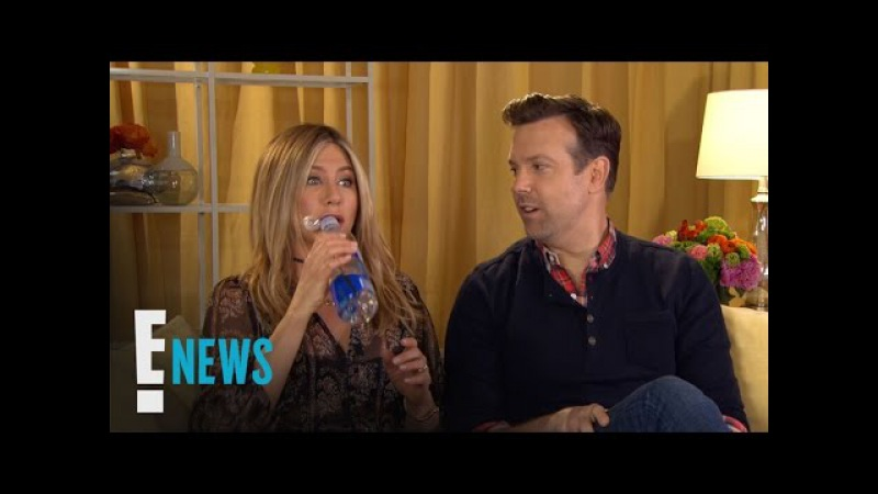 Jennifer Aniston Gushes Over Working With Julia Roberts | Celebrity Sit Down | E! News