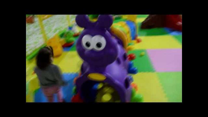 Дашуля, LOL и Скай в игровой комнате )) чуть не потеряли куклу Лол , в куче шаров (