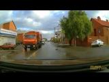 Улица Средняя. 16.10.2017.  Автор сообщает, что за рулем была девушка-ученик.  •  Видео: Алексей