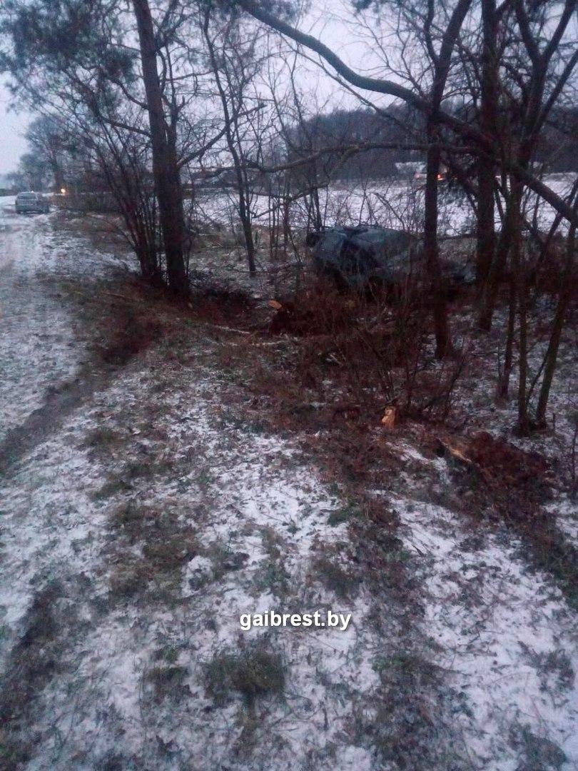 Кобринский район: в результате опрокидывания автомобиля пострадала женщина-водитель