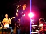 Redd Kross, Yo La Tengo - Who Loves The Sun