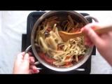 Цуйван (мясо тушёное с овощами и домашней лапшой) (монгольская кухня). Tsuyvan (meat stew with vegetables and homemade noodles)