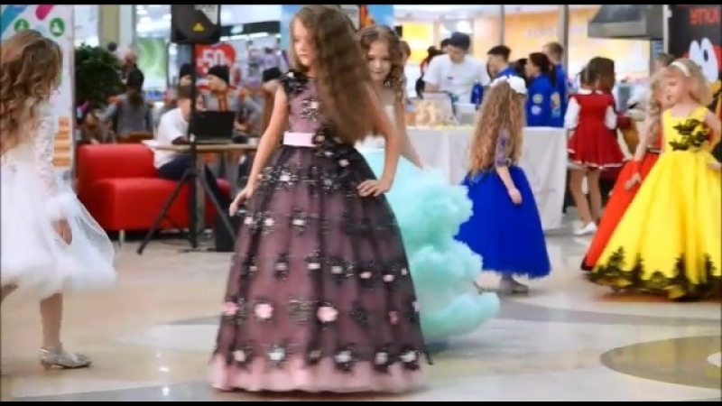 Модный показ нашего салона с профессиональными моделями Модельного агентства Романа Попова