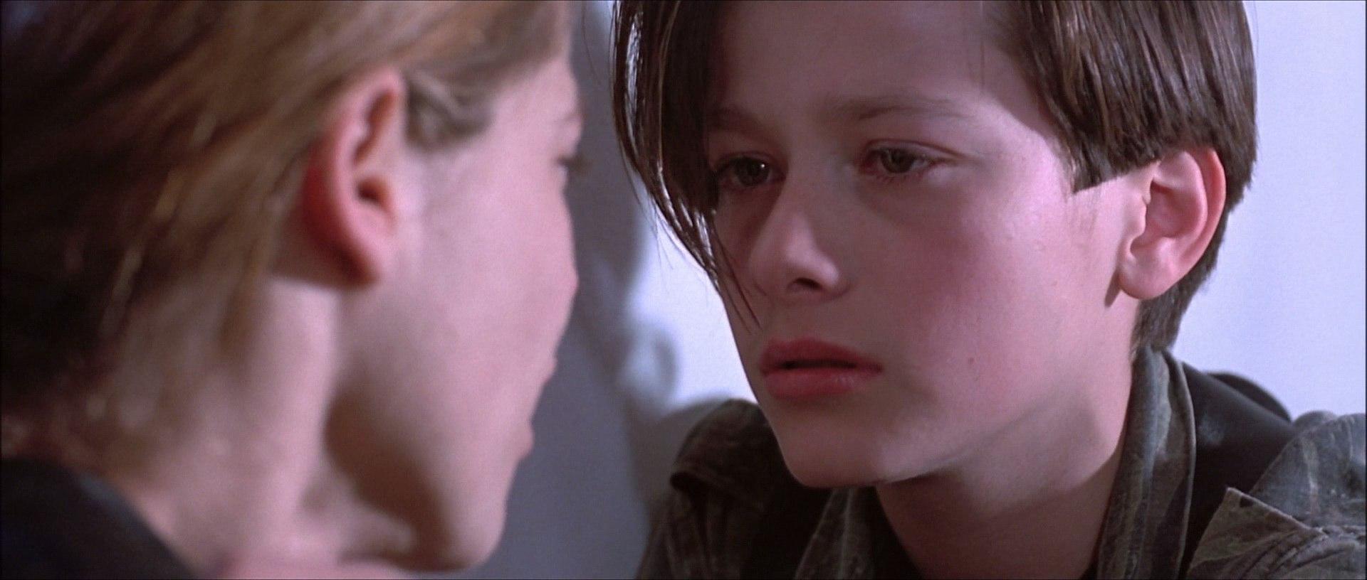 Девушка трется пиздой об лицо мальчика