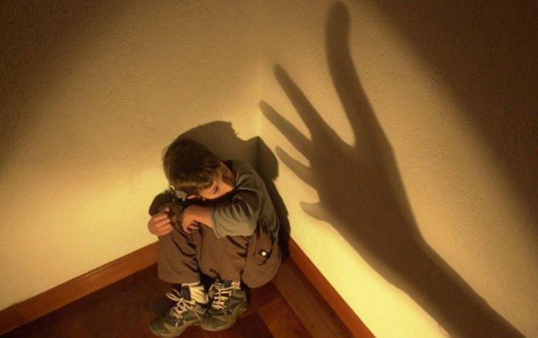 Жительница Колпашево будет выполнять принудительные работы за жестокое обращение с детьми
