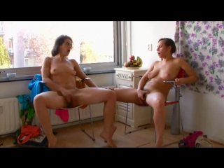 Девушки дрочат вместе, частное домашнее порно, любительское видео, мастурбируют, amateur girls masturbate together