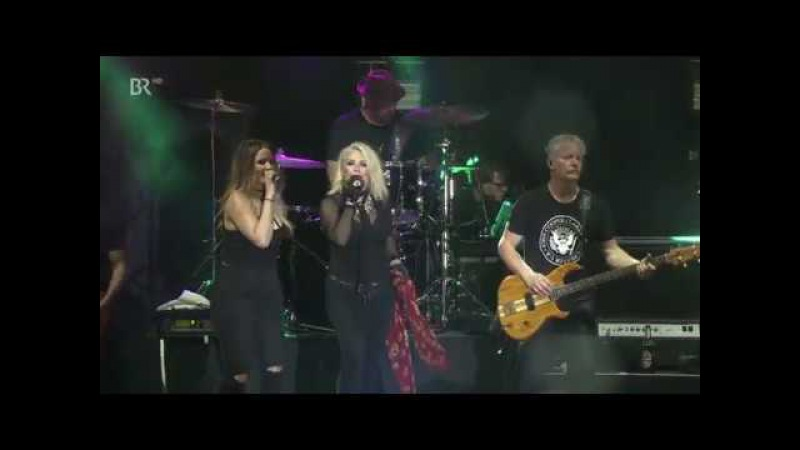 KIM WILDE - You Keep Me Hangin' On (Live 2017) ...
