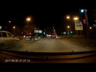 Небольшое ДТП на перекрестке Дианова --Лукашевича (25.09.2017)