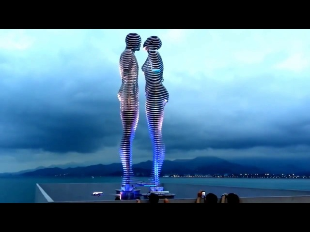 Le enormi statue in movimento di Ali e Nino - Batumi (Georgia)