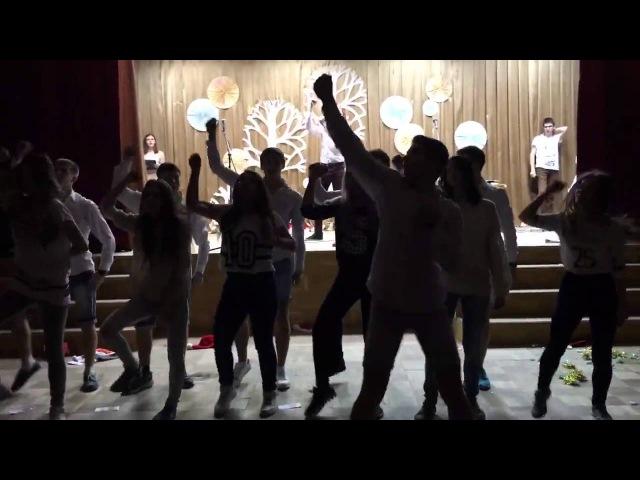 Лицей Выпускники танцуют флешмоб Новогодний 11 класс