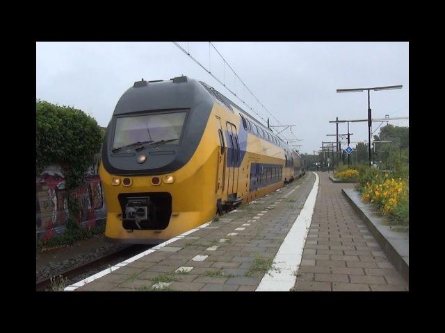 VIRM 8739 komt door station Den Haag Moerwijk