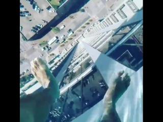 Прозрачный бассейн на 42-м этаже высотки в Market Square Tower в Хьюстоне.