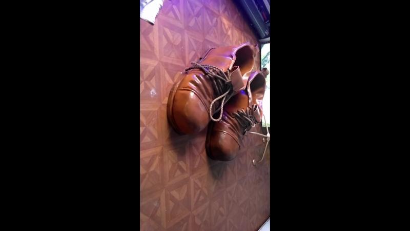 Изготовили ботинки для фотозоны