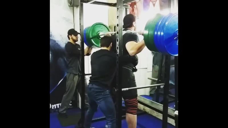 Rajabov Shokirjon prisidaet 400kg pri vese 137kg
