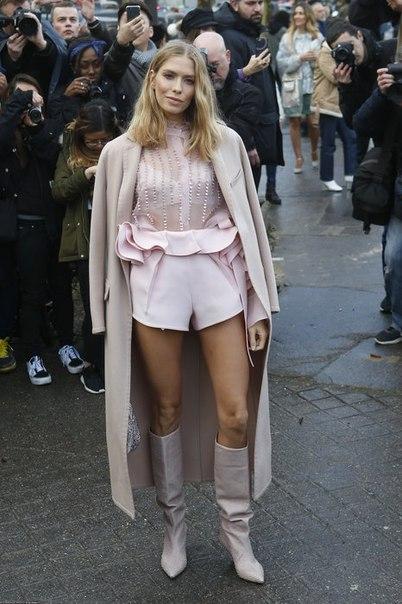 Мартовская роза: Лена Перминова в розовом наряде стала звездой шоу Valentino