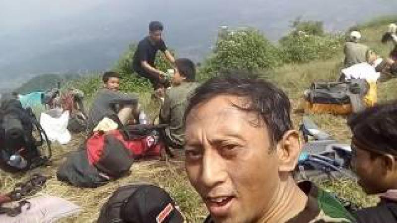 (25) GUNUNG PENANGGUNGAN - makan siang di POS BAYANGAN
