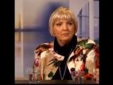 Claudia Roth blamiert sich, und wird von M