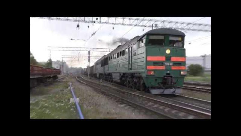 Тепловоз 2ТЭ116 861 с грузовым поездом и с приветливой бригадой