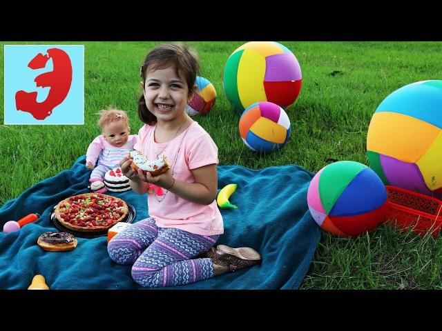 Funny baby 👶 Picnic Food 🥘 Лиза и Эмилюша Пикник 🍗 на природе, Торт и Донаты
