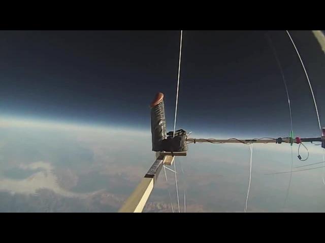 Елда в иллюминаторе. Dildo in Space