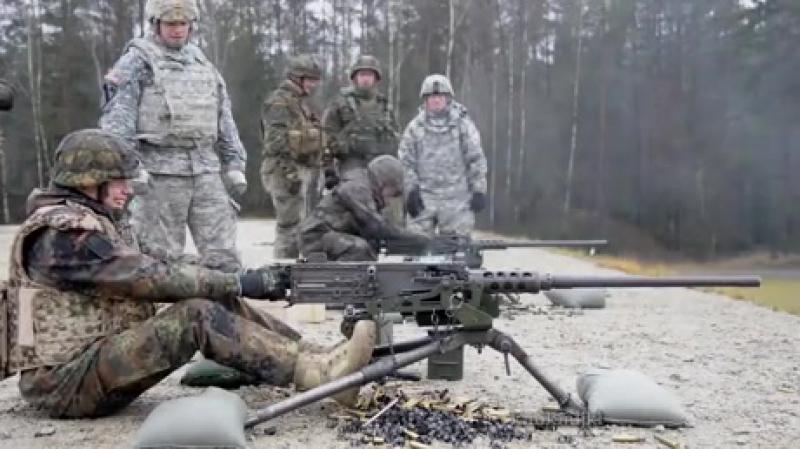 Американские вооруженные силы одни из первых применили новое по тем временам оружие - станковые пулеметы «Кольт» Ml895