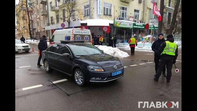 Кортеж президента сбил человека в центре Киева.