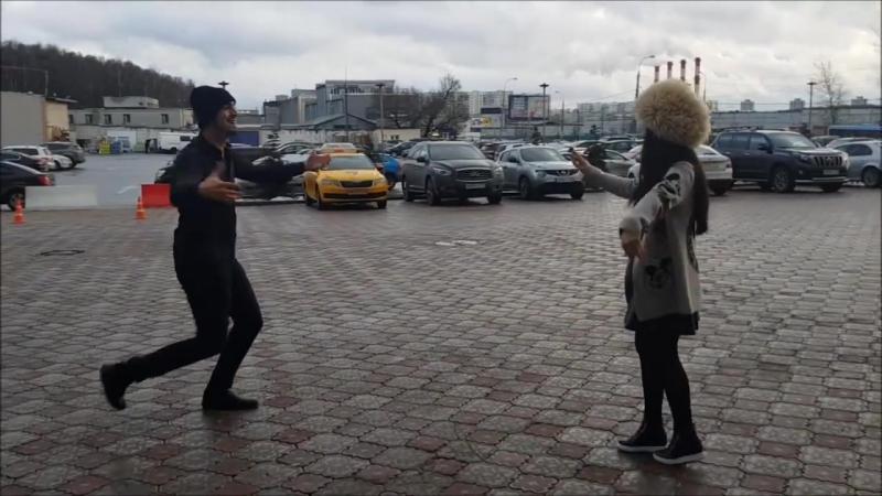 ПАРЕНЬ И ДЕВУШКА ТАНЦУЮТ ОЧЕНЬ КЛАССНО В МОСКВЕ 2018 ALISHKA AIDA ЧЕЧЕНСКАЯ ПЕСН