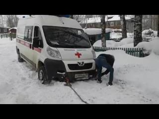 Сыктывкарку не могли увезти в больницу, так как одна скорая застряла в снегу, а д ...