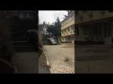 В Сочи пьяный водитель застрял на ступеньках, пытаясь съехать по лестнице