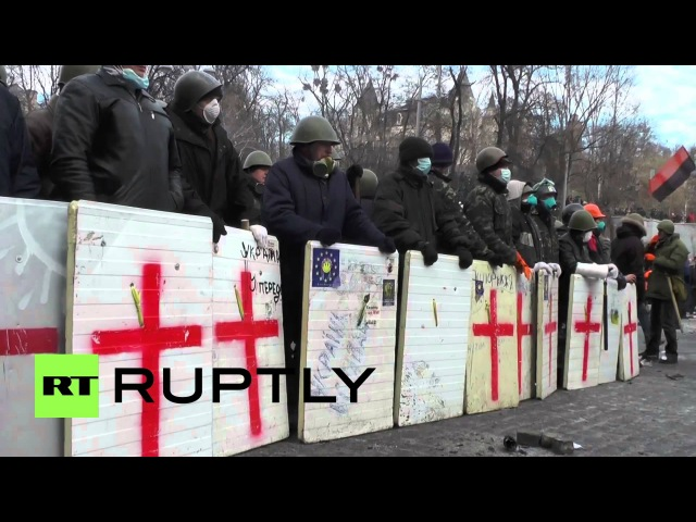 20 января 2014. Киев, Грушевского. Ukraine Protesters in Kiev face off against riot police with road cobbles