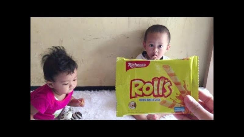 Akan Pilih Mana Kah Happy Tos Vs Rolls Keju Jika Bayi lucu dan Balita di suruh Pilih