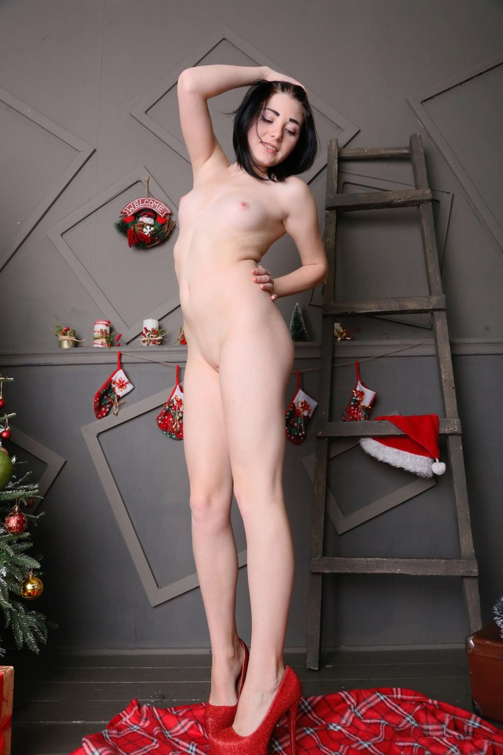 Skinny Nubile Ava In Masturbation eppies