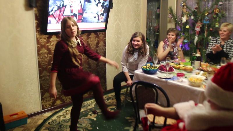 Танец Деду Морозу