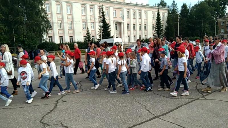 Шествие участников праздника, посвященного празднованию 96-летия Республики Коми, 88-й годовщины со дня основания города.