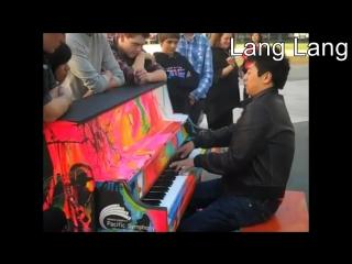 Известные пианисты играют на улице