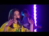 Dua Lipa вживую спела свой хит New Rules in the Live Lounge