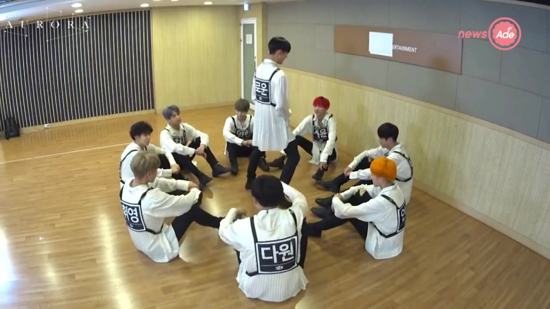[РУС.САБ][SF9] NewsAde SF9 - Switching choreography Part