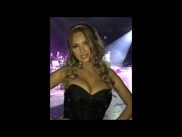 Евгения Феофилактова ведущая на концерте Мустафа Сандала