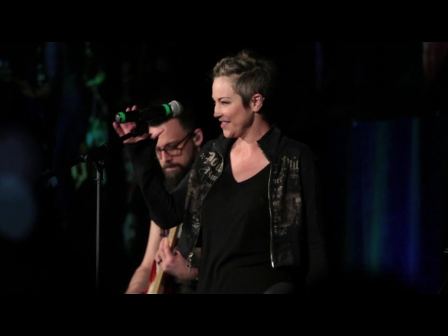 Kim Rhodes singing Dirty Deeds at SNS Las Vegas 2018