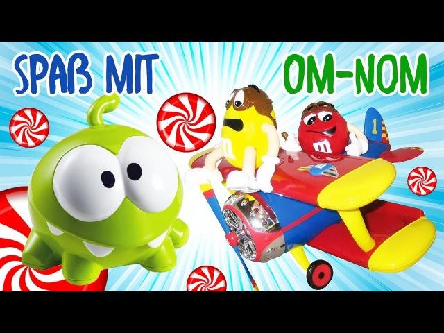 OM NOM Videos💚OmNom sucht nach Bonbons 🍭Spiel mit Om Nom Spielzeug 🍬Video für Kleinkinder