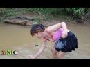 Cô gái xinh đẹp đi bắt cá - Cuộc sống quê tôi P2 | Beautiful girl to catch fish - Life in my country
