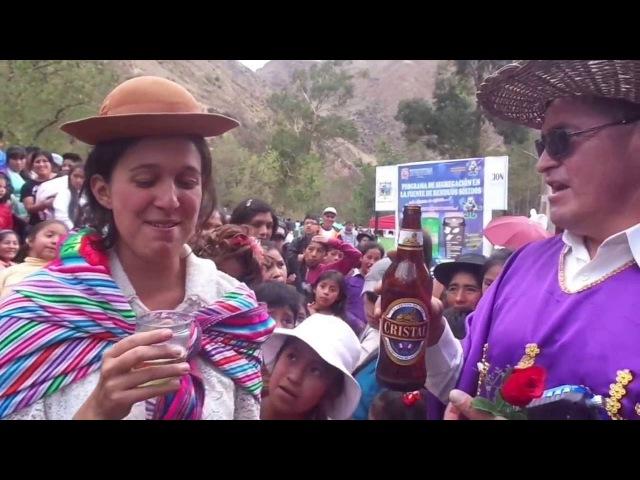 PERU - Francesa hablando Quechua en Lircay con Waqra cura