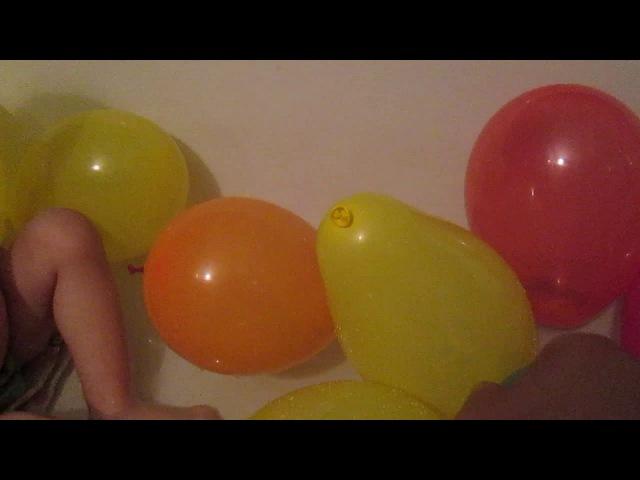 Игры для детей.Играем шариками.Лопаем шарики в ванной.Ищем сюрпризы.Покемоны. ball...
