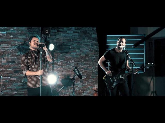 Dinero ft. Dani Martín - Bajo Cero (Videoclip Oficial)
