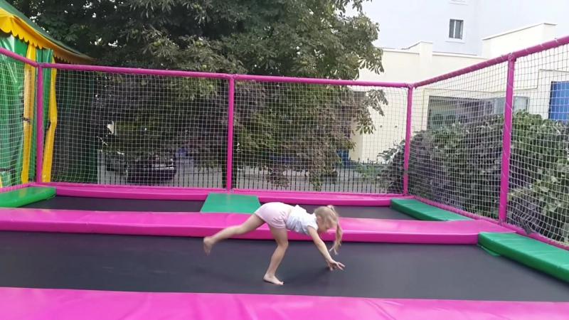 Наша любимая гимнастка :)