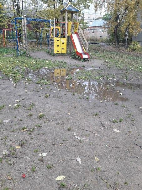 Детская площадка на ул.2 чайковского между домами 10 и 12. Нашим власт