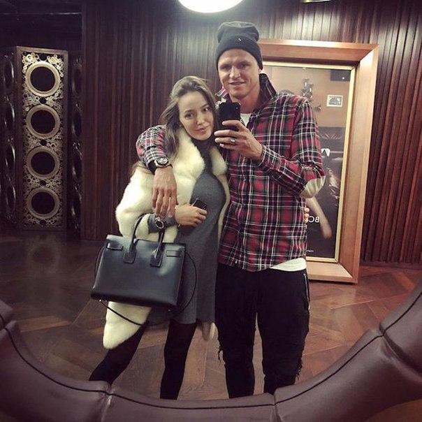 Супруга Дмитрия Тарасова больше не скрывает беременность