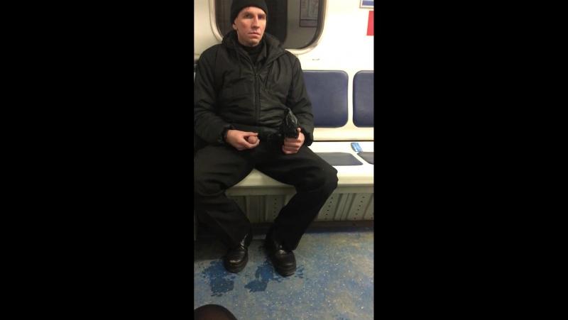 Передернул затвор в метро (1080p)